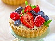 Тарталети с ванилов крем и горски плодове - ягоди, малини, боровинки